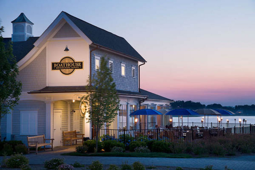 boathouse-waterfront-dining-exterior_54_990x660_201405311805